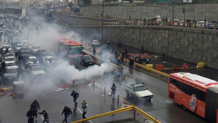 «ثورة البنزين».. إغلاق 5 محطات مترو واعتقال 40 متظاهرًا في احتجاجات إيران