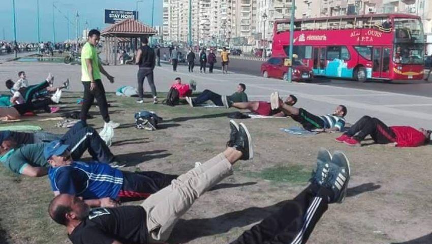 كورنيش الإسكندرية.. ملاذ الرياضيين للتدريب في زمن كورونا