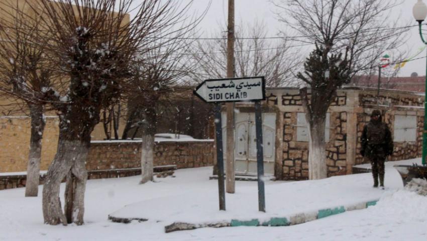 بالصور|الثلوج «تشل» الجزائر وتوقف أكبر 3 مطارات.. والجيش يتدخل