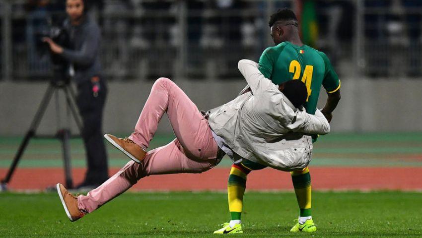 اقتحام الجماهير يتسبب في إنهاء ودية السنغال وكوت ديفوار