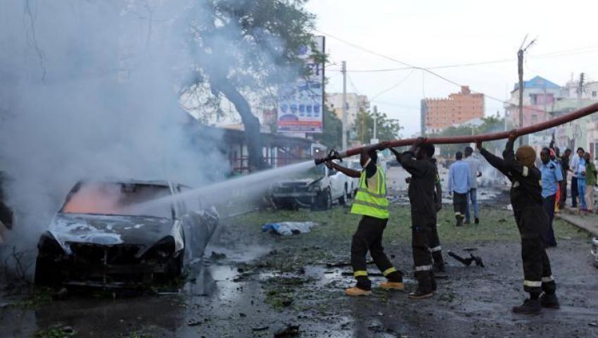 فيديو  الصومال.. قتيلان  و5 مصابين في تفجير سيارة ملغمة وسط مقديشو