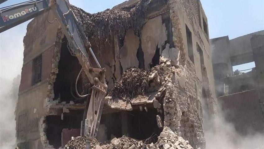 صور| هدم 223 مدبغة و126 مبنى بمنطقة سور مجرى العيون