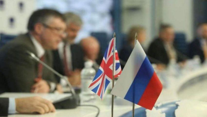 بعد قطيعة لـ 11 شهرًا.. لافروف يصف وزير الدفاع البريطاني بـ«وزير الحرب»!