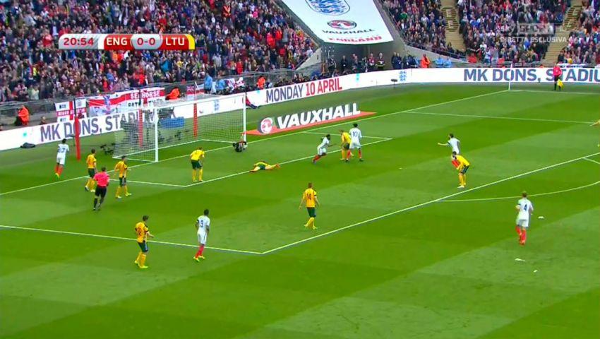 بالفيديو  ديفو يحرز الهدف الأوله له  مع انجلترا منذ 4 سنوات