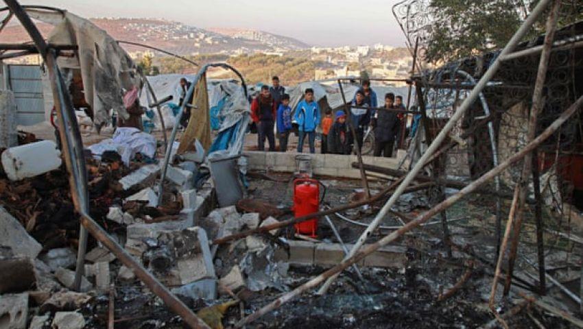 الجارديان: استهداف نظام الأسد لمخيم اللاجئين في إدلب يدق ناقوس الخطر