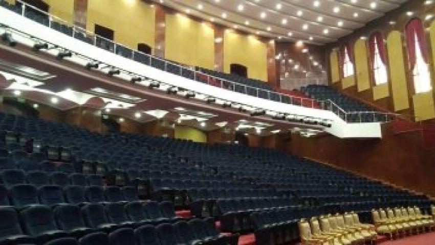 فيديو| قبل افتتاحه بيومين .. تعرف على أكبر مسرح جامعي في مصر