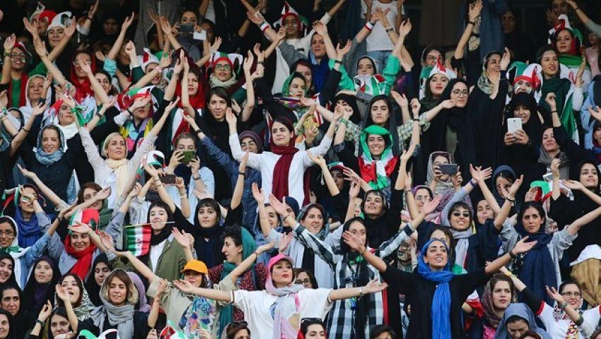 بالصور.. كرنفال نسائي إيراني في ملاعب كرة القدم للمرة الأولى منذ 40 عامًا