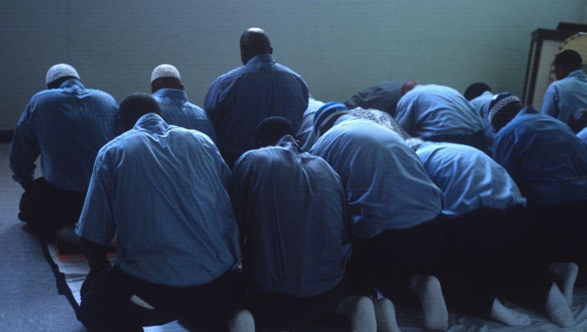 موقع أمريكي: مضايقات للصائمين في سجون فيرجينيا