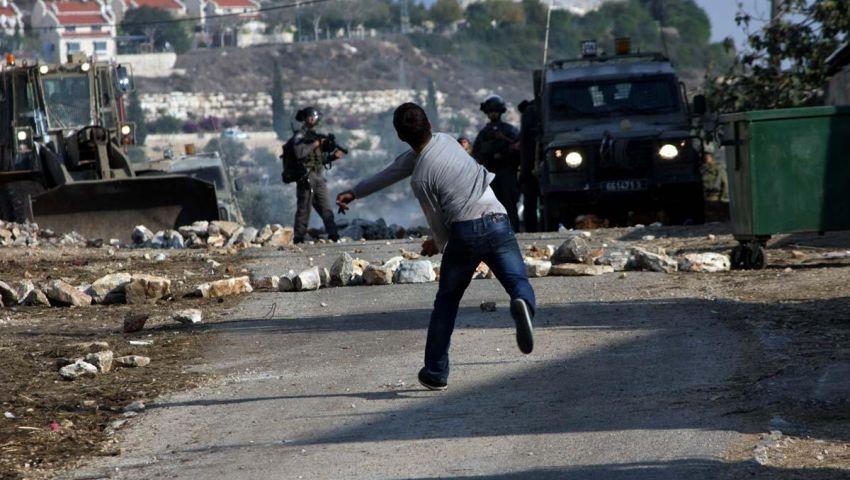 إصابات بالاختناق خلال تفريق جيش الاحتلال مسيرة شرق رام الله