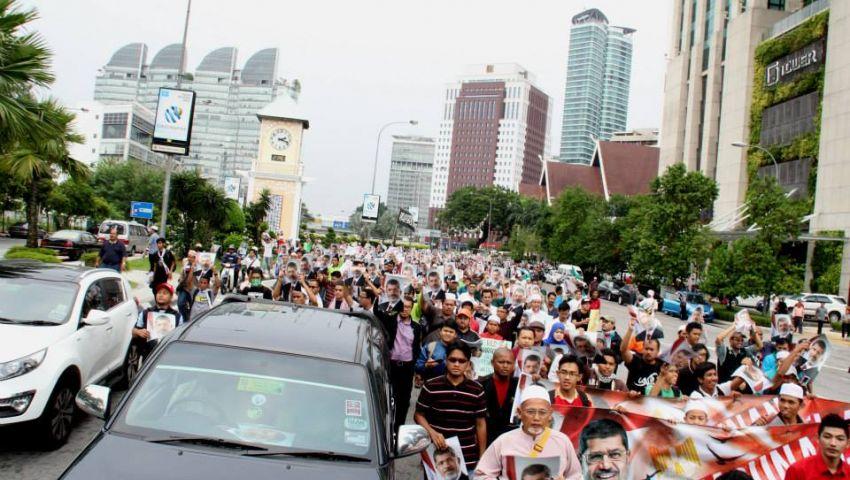 بالصور.. مسيرة ماليزية تؤيد مرسي في جمعة الفرقان