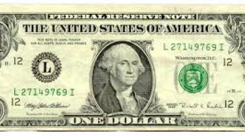 الدولار يتراجع أمام الجنيه لانخفاض الطلب