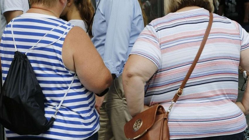 كورونا يهدد «القوام الفرنسي».. زيادة في الوزن ومشاجرات زوجية