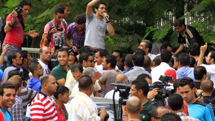الرياضيون منقسمون بين ميدان التحرير ورابعة