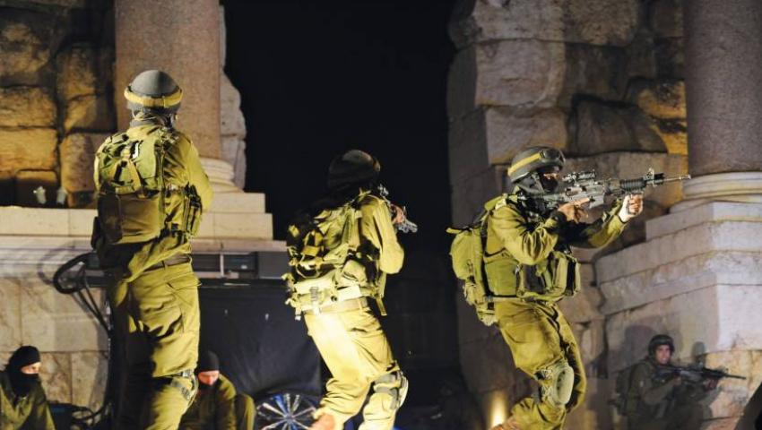 اعتقالات ومداهمات وحواجز بالضفة.. الاحتلال ينتقم من الخليل