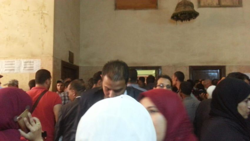 فيديو  بعد تأجيل محاكمةراجح..  مظاهرات وهتافات بالمحكمة تطالب بإعدام القاتل