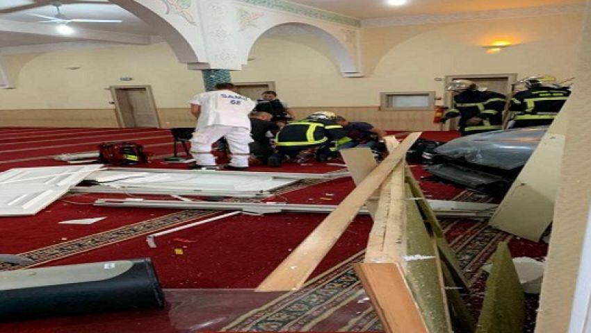 فرنسي يقتحم مسجدا بسلاح ويصيب نفسه.. ما القصة؟