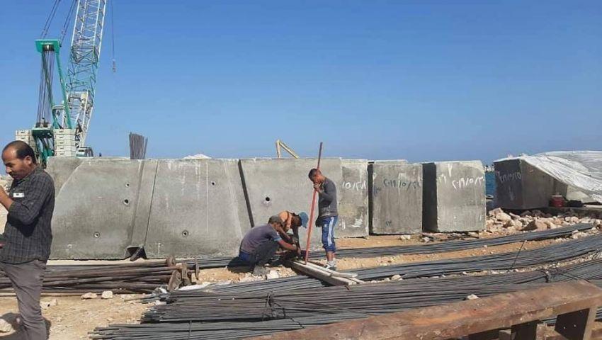 بلوكات ضخمة.. حقيقة إقامة حائط خرساني على كورنيش الإسكندرية