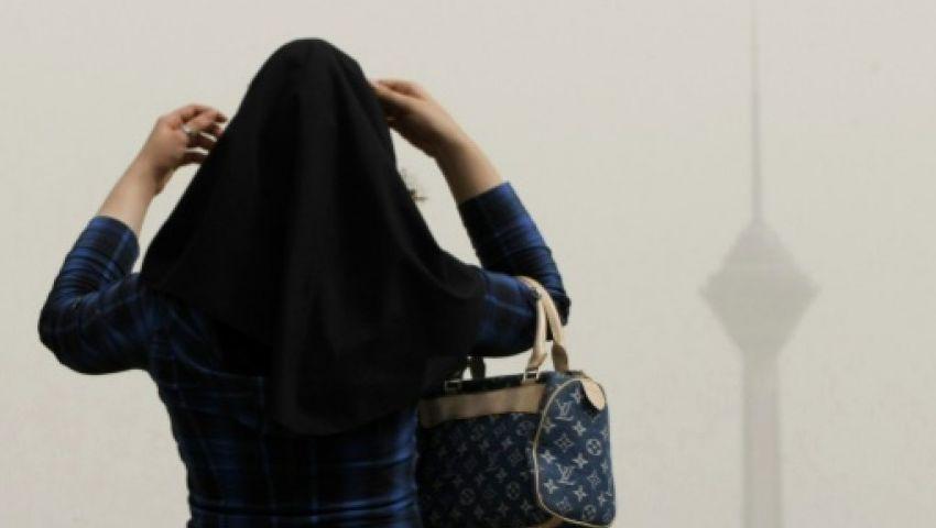 إطلاق سراح «إيرانية» سُجنت بسبب خلع حجابها في ساحة عامة