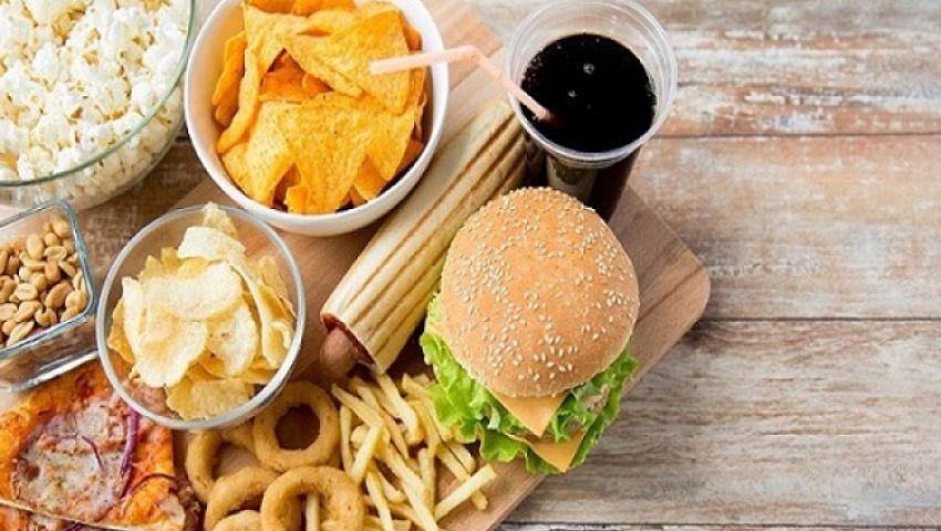 أطعمة وعادات غذائية تسبب السرطان.. تعرف عليها (فيديو)
