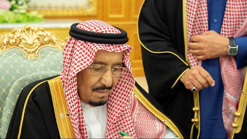 فيديو| السعودية تصدر قرارًا بتوقيف 126 موظفًا... ماذا يحدث في المملكة