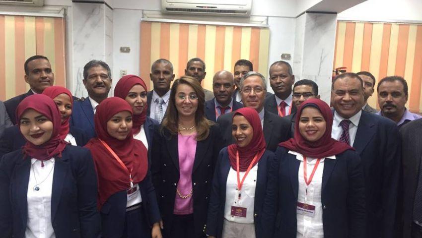 غادة والي تفتتح فرعا لبنك ناصر في كوم امبو