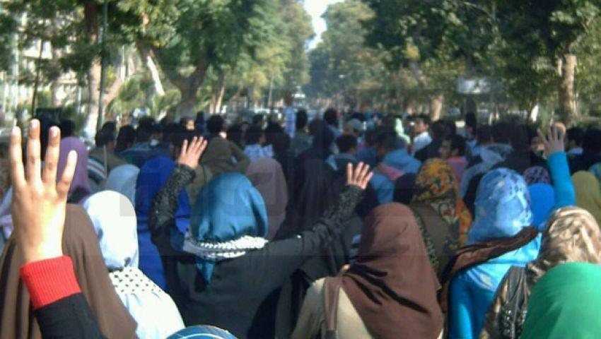 مسيرة بجامعة أسيوط احتجاجًا على مقتل طالب سوهاج