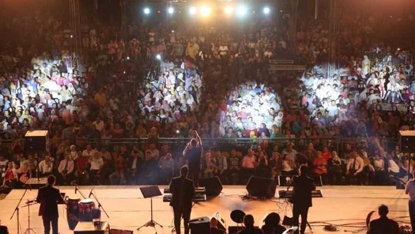بالصور| جمهورمهرجان القلعة بين  ليلة صوفية و« نارى نارين» لهشام عباس