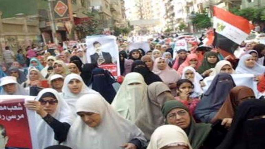 تحالف دعم الشرعية ينظم مسيرات نسائية لحصار الدفاع