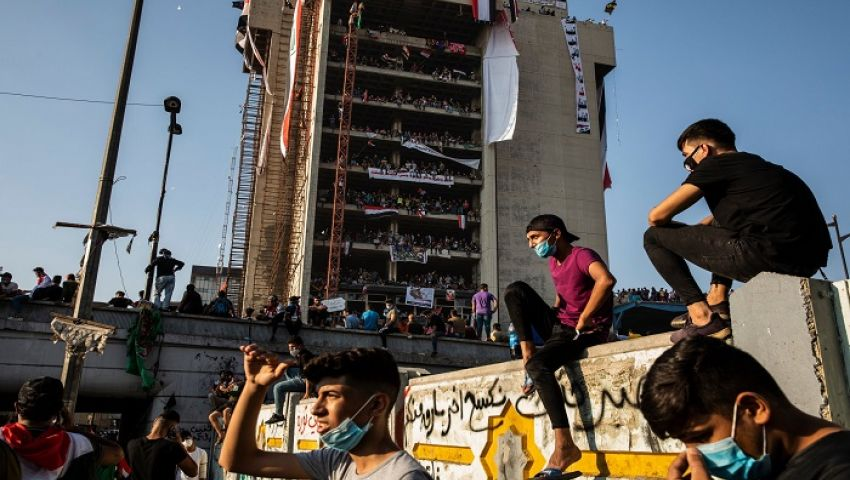 نيويورك تايمز: مع تصاعد ضحايا الاحتجاجات.. الهجمات الصاروخية تعمق أزمة العراق