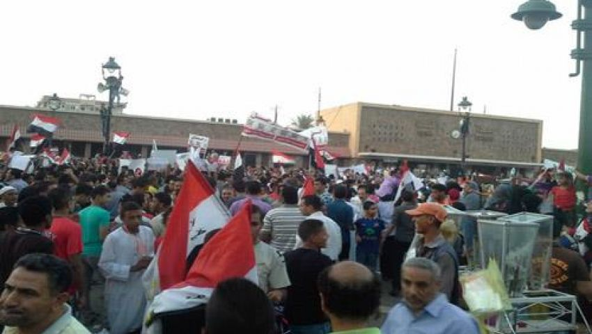 متظاهرو قنا يعلنون تأييدهم الكامل للجيش