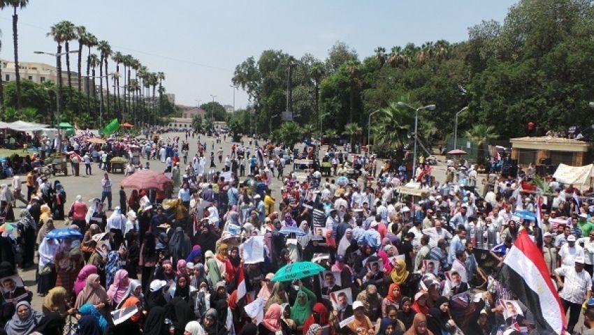 استمرار توافد مؤيدي مرسي على ميدان النهضة