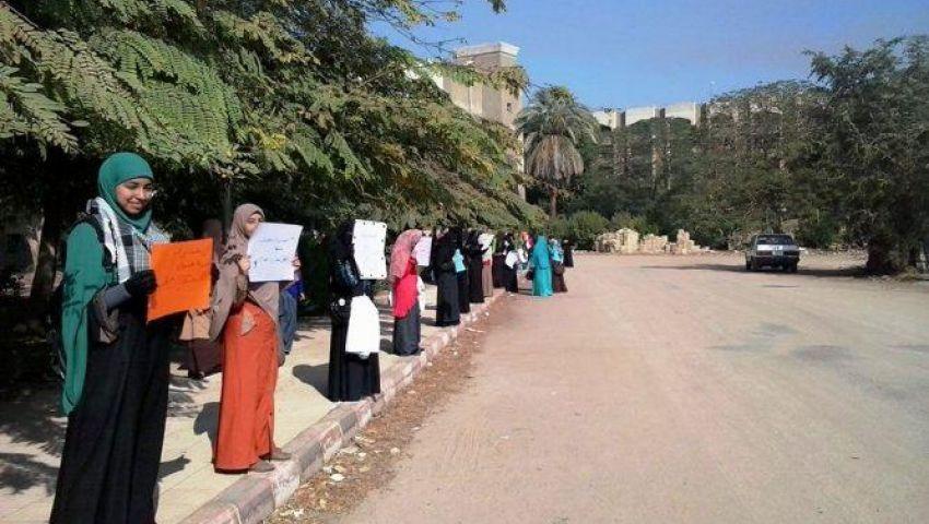 سلسلة بشرية لطالبات الأزهر بمصطفى النحاس