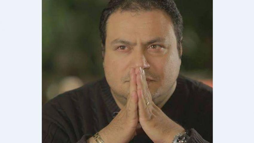 مراد مكرم يهاجم منتقدي صور النجمات على السوشيال ميديا