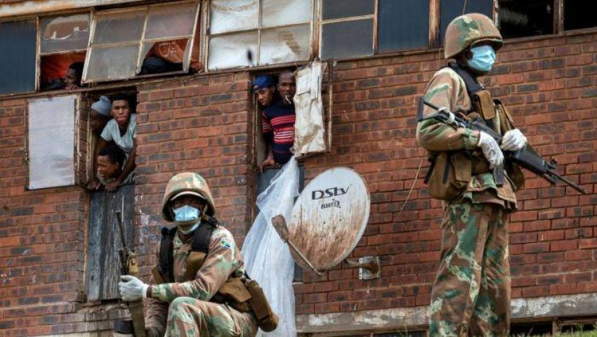 فايننشال تايمز: عنف الشرطة يقوض جهود جنوب إفريقيا لمواجهة كورونا