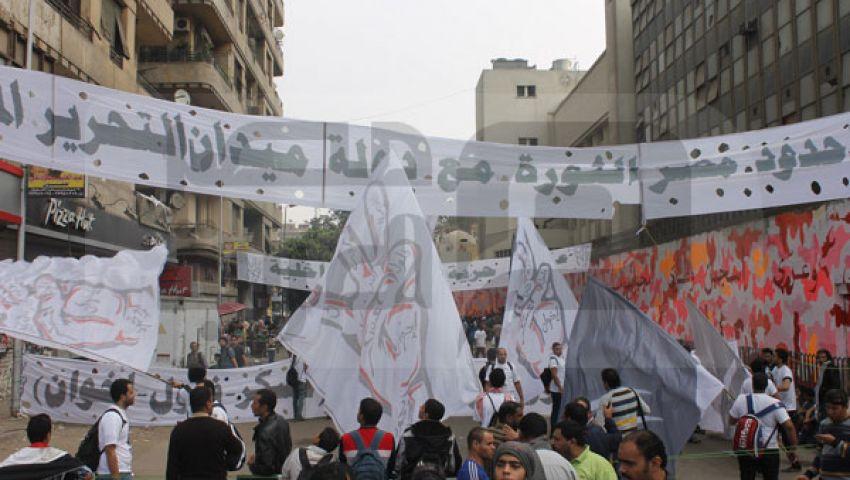 فيديو.. متظاهر يكذب مراسل التليفزيون المصري على الهواء