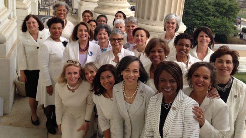 «الذكرى المئوية».. سر الملابس البيضاء والحمراء في خطاب ترامب أمام الكونجرس