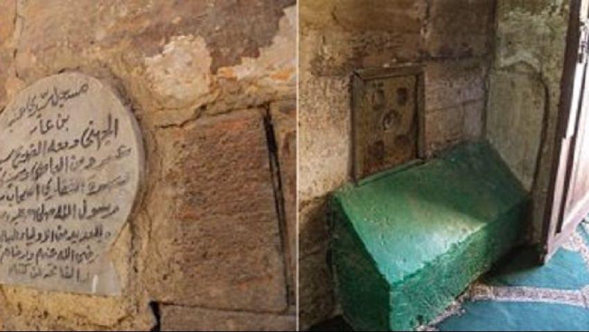 قبر أخضر صغير بلا قباب.. هنا يرقد عمرو بن العاص