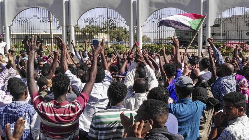 جارديان:  الانقسام الأمني..  خطر يهدد بتفتيت حكم البشير