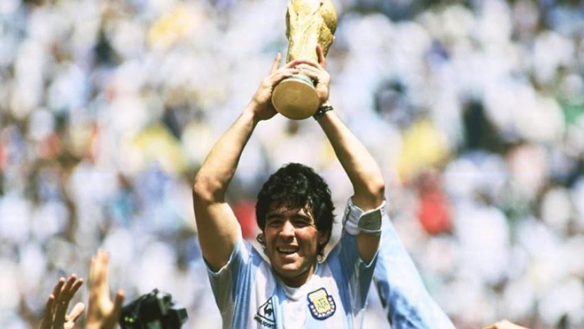 فيديو| مارادونا.. الأسطورة الأكثر جدلاً وعبقرية في تاريخ الساحرة المستديرة