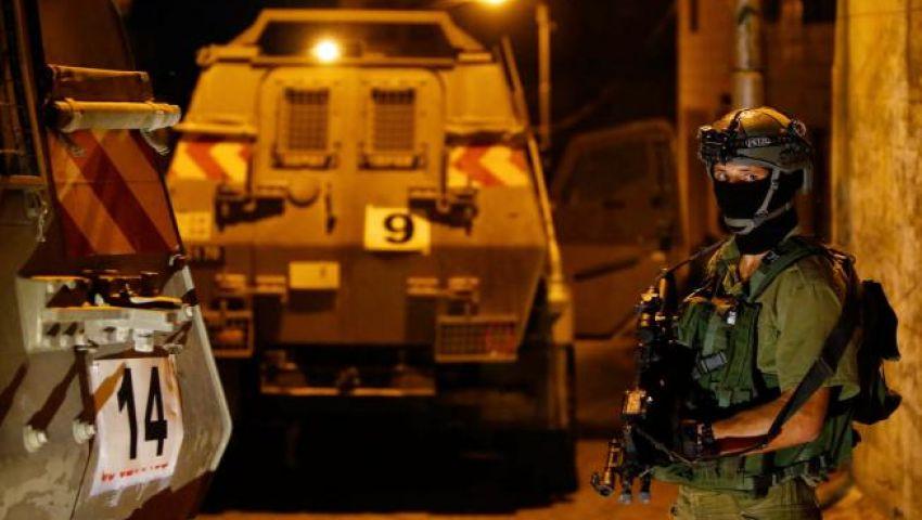 في مداهمات ليلية.. الاحتلال يعتقل 8 فلسطينيين بالضفة الغربية
