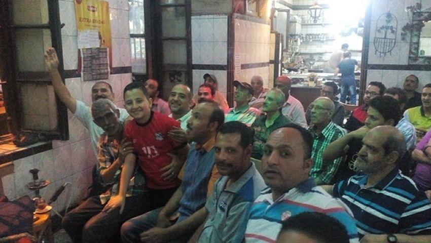 بالصور| زحام بمقاهي الإسكندرية لمشاهدةمباراة مصر وروسيا