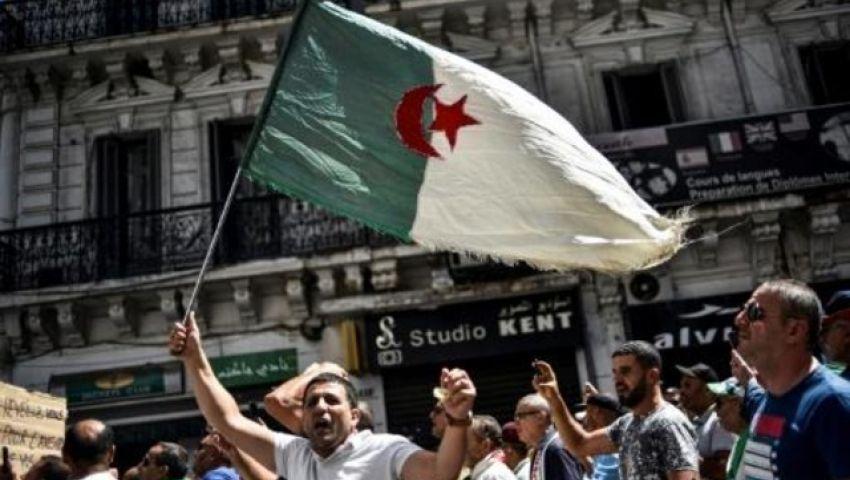 الفرنسية: مع تمسك كل طرف بموقفه.. الوضع السياسي في الجزائر يواجه مأزقا