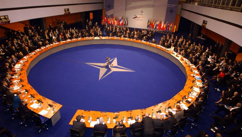 «الناتو» يعلن دعمه لأوكرانيا.. ويطالب روسيا بإطلاق سراح البحّارة