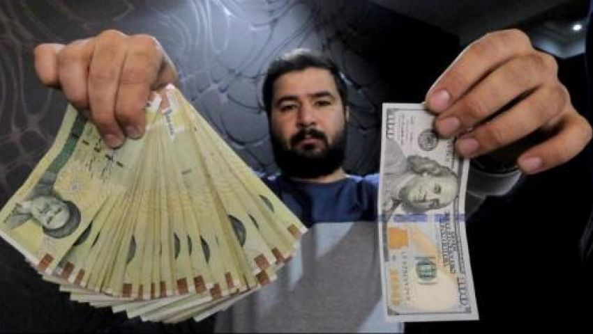 التومان الإيراني ينهار أمام الدولار الأمريكي.. تعرف على أسعار العملات
