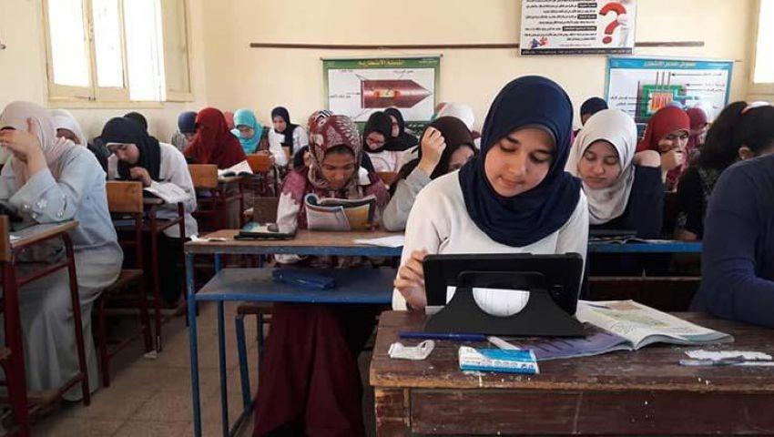 انطلاق امتحانات أولى وتانية ثانوي.. وهذه مواصفات «العربي» أول الاختبارات
