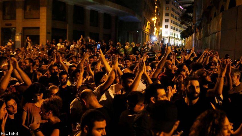 غاز مسيل ودهس للمتظاهرين في احتجاجات «واتساب».. ما الذي يحدث في لبنان؟