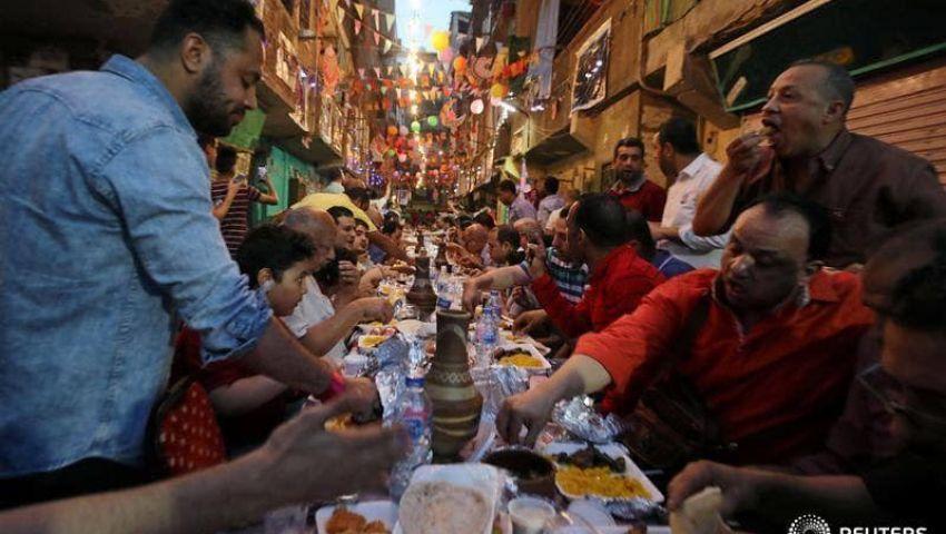 لقمة هنية تكفى 100..  أكبر إفطار جماعى في شوارع مصر