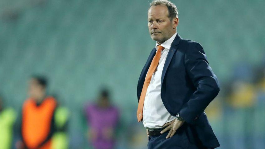 إقالة داني بليند من تدريب المنتخب الهولندي
