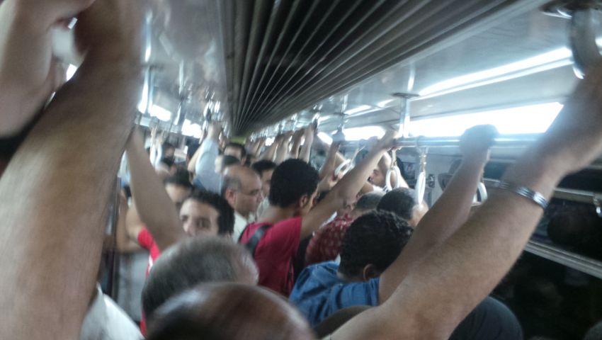 زحام شديد بالمترو بسبب مظاهرات التحرير