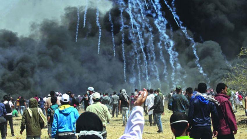 مركز حقوقي فلسطيني: الاحتلال يتعمّد إيذاء المتظاهرين على حدود غزة